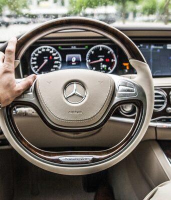 Voyager avec une voiture de luxe